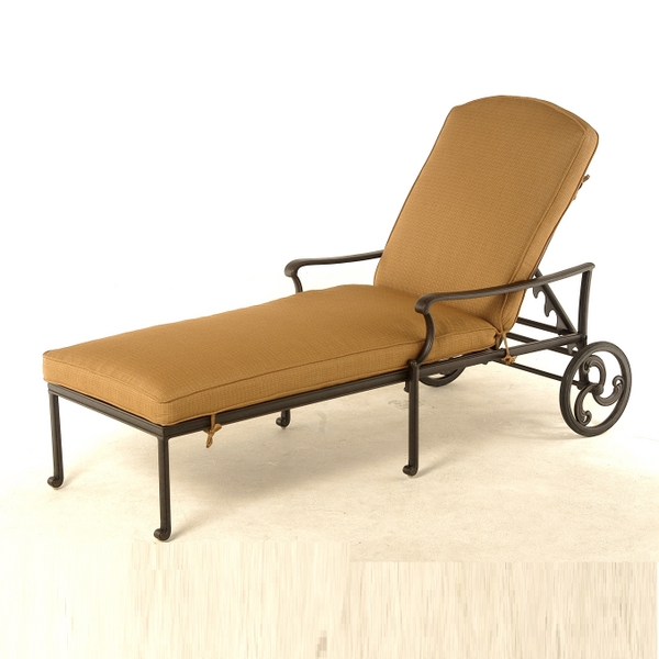 Bella Outdoor Chaise Lounge by Hanamint