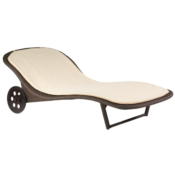 Bali wicker chaise lounge by woodard family leisure for Bali chaise lounge