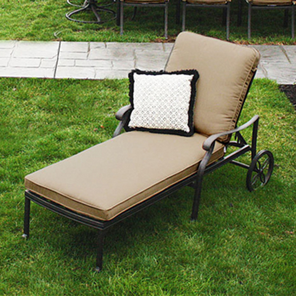 The san marino chaise lounge by veranda classics chaise for Casual chaise lounge