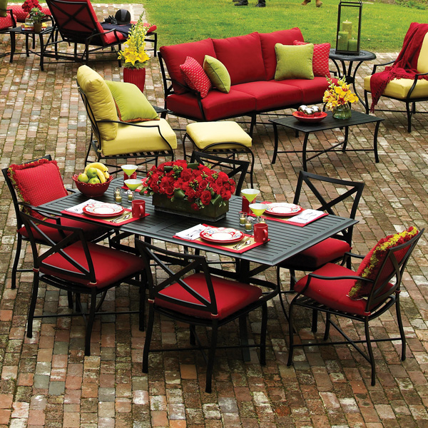 Patio Furniture Buying Guide | Family Leisure