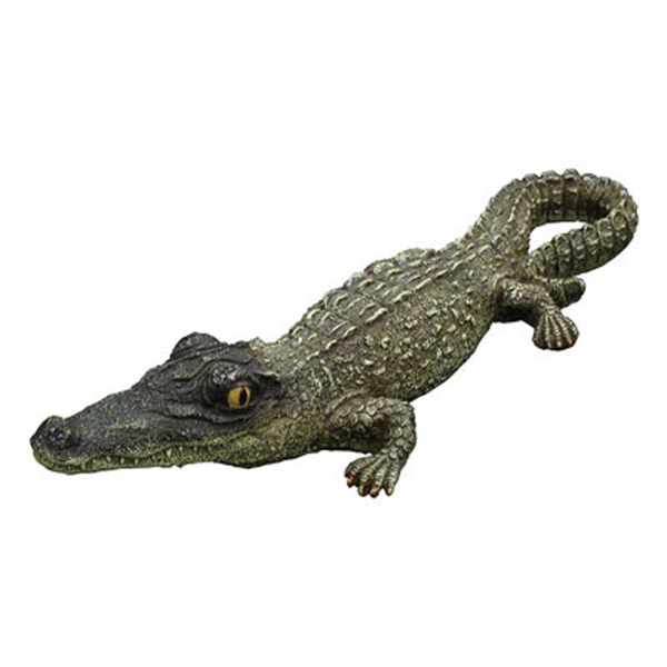 Small floating alligator pool supplies family leisure for Alligator yard decoration